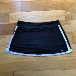 EUC Nike XL Skort Black and White